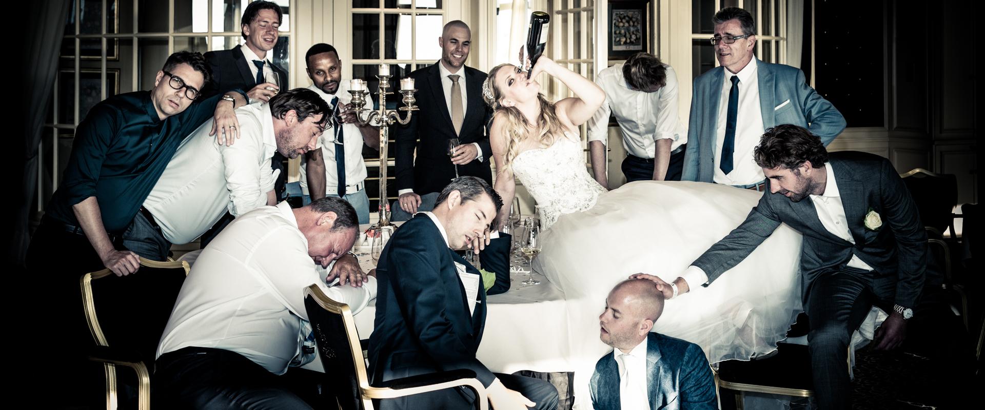 fotoshoot huwelijk bruid op tafel